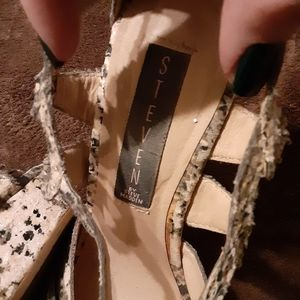 Steve Madden Shoes - Steve madden worm once in perfect conditionke